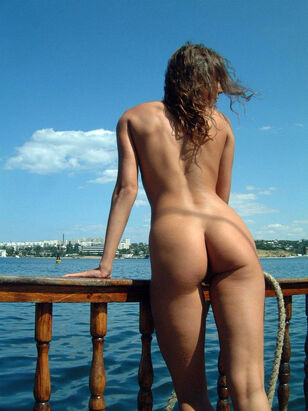 beautiful young nudist